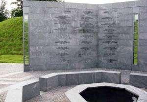 En del af monumentet på Kastellet, som overrasker mange besøgende: Navnene på de mange faldne danske soldater i Israel, Gaza, Congo og Cypern. (Tryk for stort billede)
