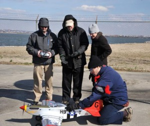 Man har netop gennemført en  proof-of-concept testflyvning, med et fjernstyret to-takts forbrændingsmotor fly der flyver på havvand