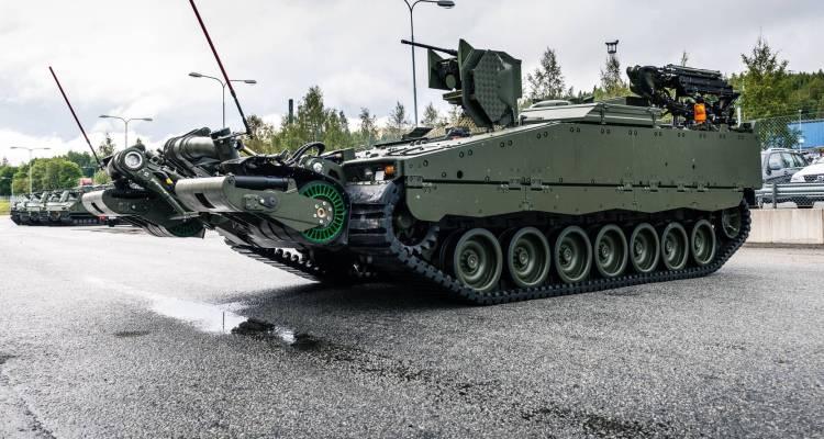 Her er den første CV90 engineering-version som er bygget. Fronten er udstyret med en mine rulle og på taget er en Protector våben station og en robotarm. Foto: Ole Sverre Haugli / Hæren, Norge