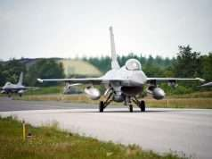 Syv danske F-16 Fighting Falcon kampfly fløj 15. juni 2016 af sted fra Flyvestation Skrydstrup mod Incirlik i Tyrkiet for at deltage i kampen mod terrorbevægelsen ISIL i Irak og Syrien. Foto: FLV - Forsvarsgalleriet
